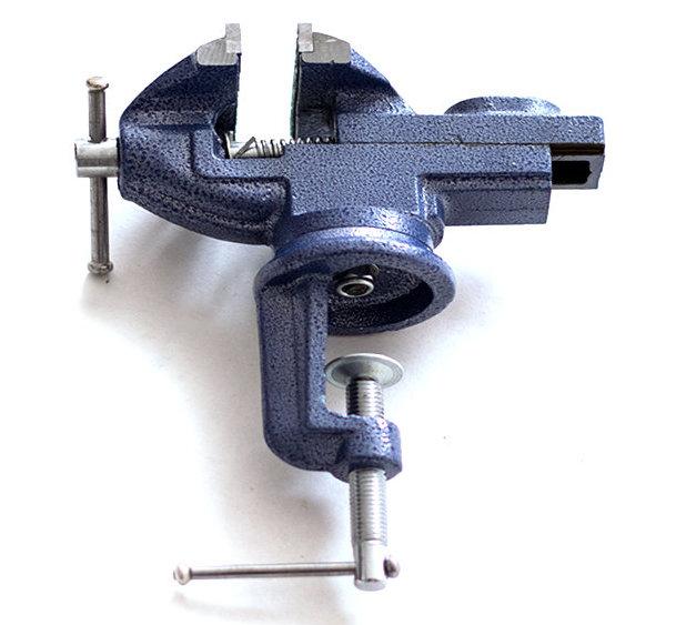 Тиски настольные 65 мм поворотные с наковальней